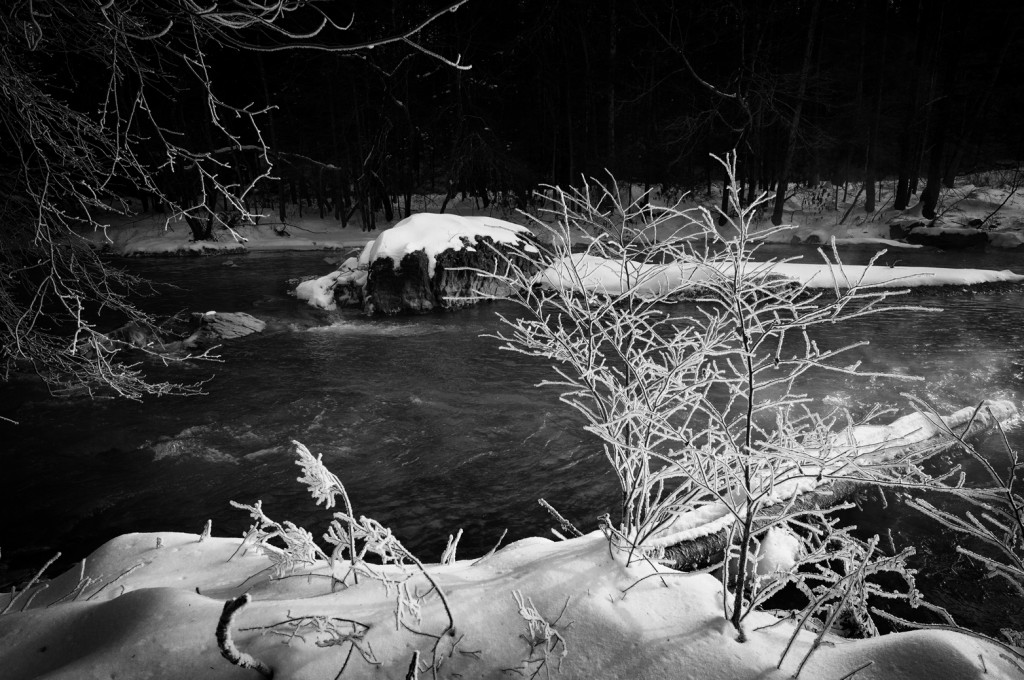 winter-river-scene-bw-lr